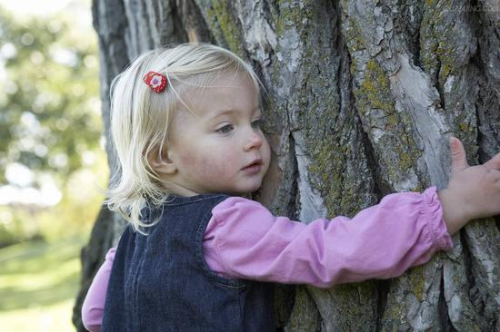 女孩6岁走失 23年后凭记忆中一座小桥找到父亲