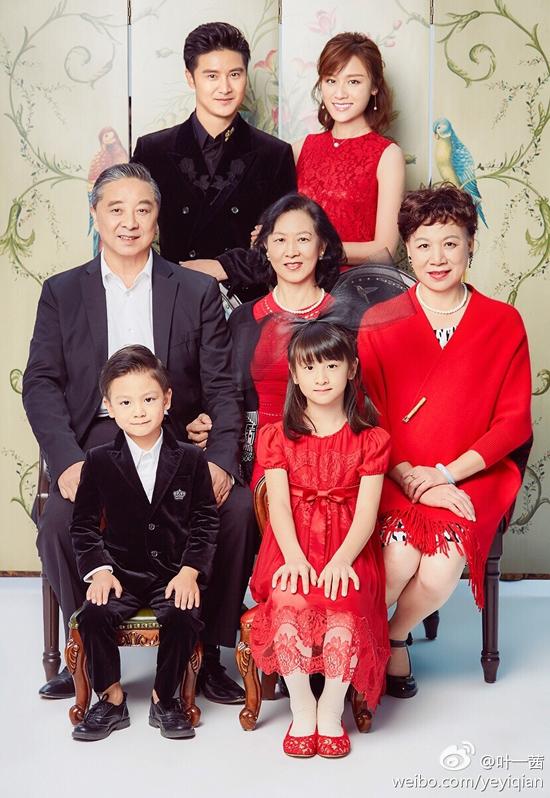 田亮全家福,森碟像奶奶(第二排左二)