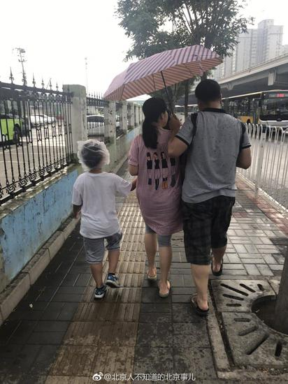 爸爸这天一定很幸福,求旁边孩子的阴影面积~