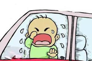 5岁男孩不停拍车窗