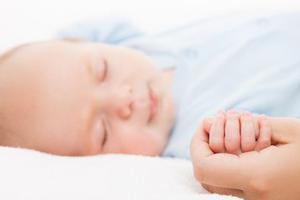 孩子怎样睡更安全?美国儿科学会有新指南了
