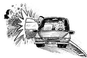 出租转弯时车门突然打开 女童被甩出脑着地身亡