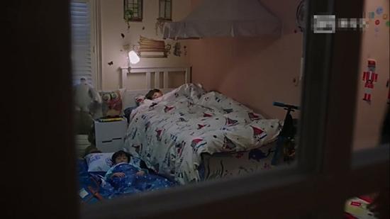 佳清睡床,平儿睡