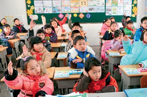 ↑南京师范大学附属小学的学生在上语文课 孙参摄
