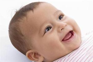 当孩子出现睡觉哭闹呕吐症状时应该怎样治疗及护理?