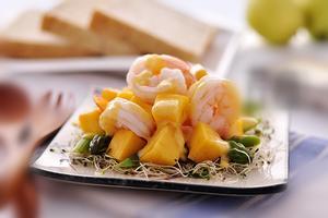 营养全味道好清新甜美小沙拉--芒果虾球(图)