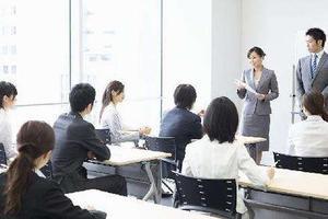 """培训机构师资造假:在校生摇身一变成""""名师"""""""