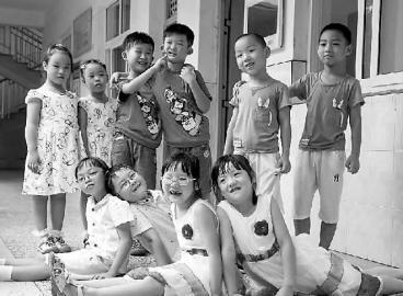 杭州这所小学近400名学生中,有11对双胞胎