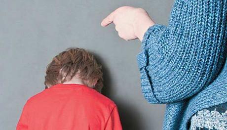 对孩子生气后的这种表现 比打骂更伤孩