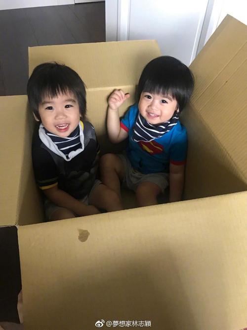 两宝贝有爱照