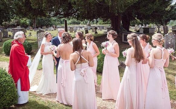 英国豪华新娘伴娘团最小的才两岁