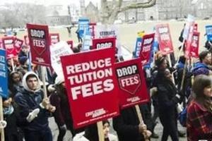 加拿大多所学校教职员罢课 5万学生请愿退还学费