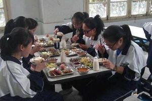 北京教委:中小学外供餐不得加工隔餐剩余食品