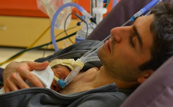 新爸爸体检袋鼠式照顾疗法