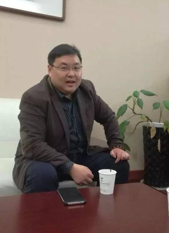 ▲做了12年家委会成员的祝先生。图/钱江晚报