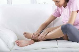2种准爸爸必学按摩手法,轻松缓解孕妈妈的腿抽筋疼