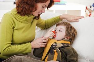 秋冬哮喘患儿病情易反复 需长期治疗不可擅自停药