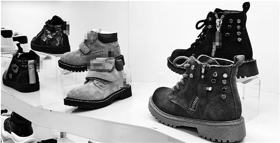 现在鞋带通常都只是鞋上的一个装饰品,一般鞋子侧边会配拉链。钱江晚报 图
