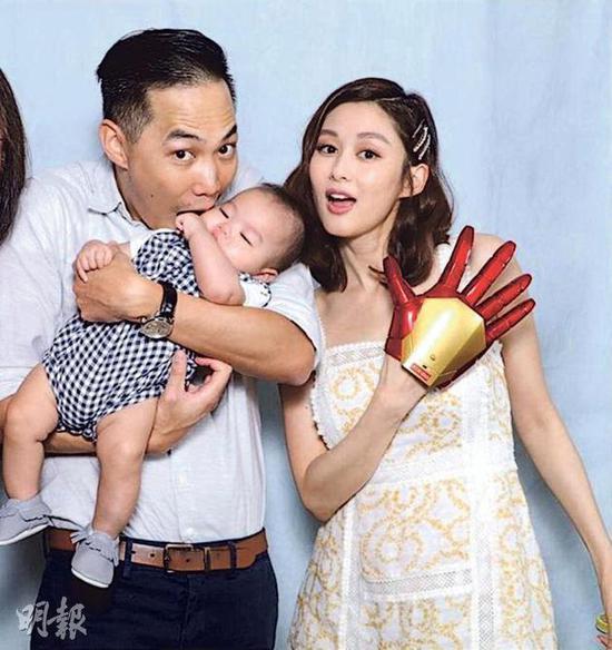 岑丽香跟丈夫强强为儿子举行百日宴,她还问大家觉得儿子像她还是强强?