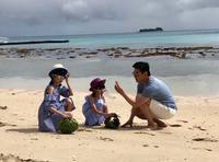 陆毅携两女儿探寻海洋童话世界