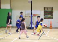 孙俪晒女儿打篮球日常