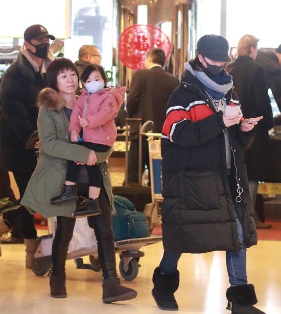朱亚文妻子沈佳妮怀二胎,女儿可爱