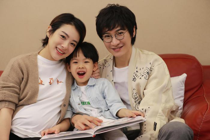 刘璇王弢夫妇与儿子赳赳