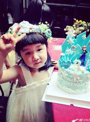 张亮为女儿庆祝3岁生日