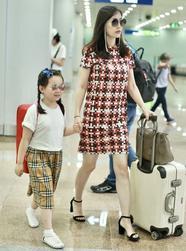 马蓉带女儿现身机场