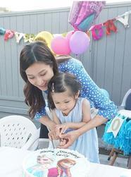 钟嘉欣晒照为儿女庆祝生日