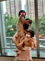 陈赫享受当奶爸带俩女儿外出吃饭