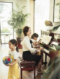 辣妈赵子琪携两女儿拍写真
