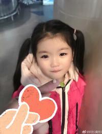 6岁阿拉蕾晒超萌掉牙照