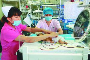 女婴患特殊类型溶血症成小黄人 出生三天全身换血