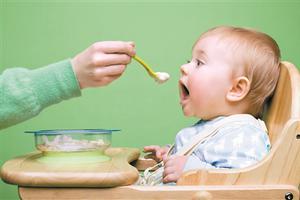 """给宝宝添加辅食有讲究 这两个误区会""""坑娃"""""""