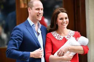 凯特王妃产后7小时抱小王子现身 为啥王妃不用坐月子