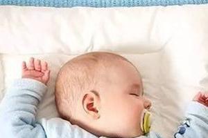 宝宝月龄不同选枕头各有讲究