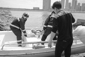10岁男孩公园内坠下十米悬崖 多处受伤已送医救治