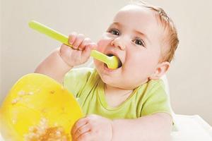 宝宝吃饭总要追着喂,那是你没用好这3招!