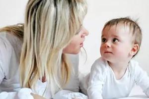 宝宝的这7种行为,是在对你说:我爱你