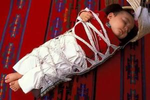 """别再坑娃了 绑腿并不能帮助孩子长成""""筷子腿"""""""