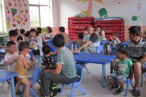 女童幼儿园被热汤烫伤 家长:1大桶放在地上没盖子