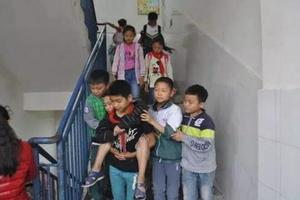 这群小学生5年坚持做同一件事情,看完超暖心!