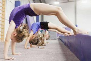 网传女孩练舞下腰致截瘫 儿童还能学跳舞吗?