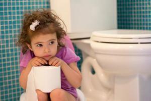 宝宝吃得太精细易便秘 多喝水吃点粗粮配合推拿肚脐贴