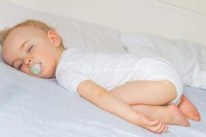 台湾粗心妈妈外出5小时独留两幼子在家 男婴窒息身亡