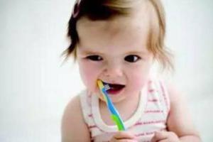 宝宝牙齿护理从小时候抓起 刷出健康牙齿