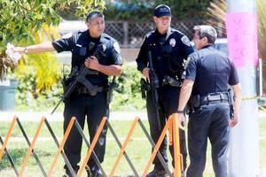 奥兰多市男子劫持4名儿童 与警方对峙超14小时