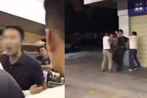 男子动车上嫌吵扬言把小孩丢下车 被孩子家人群殴