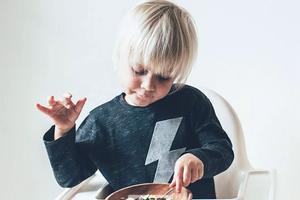 糖果、零食、手机、电视,这些美好而危险的事物,如何让孩子快乐而不沉迷?